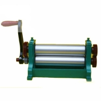 Quality 310mm 450mm Manual Beeswax Sheet Mill Roller Machine for sale