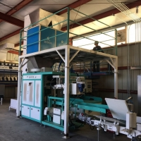 Quality PLC  Animal Feed Pellet Packing Machine Electric Driven Type for sale