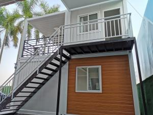Quality Prefabricated Expandable Container House Prefab Beach Hut Modern Tiny Apartment for sale